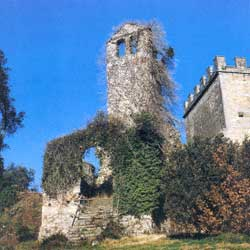 Barberino di Mugello: The romantic ruins of the Villanova rock