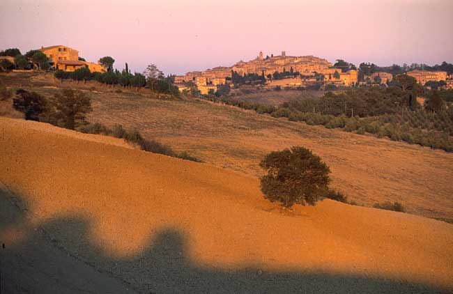 Trequanda: Sunset over the Crete Senesi