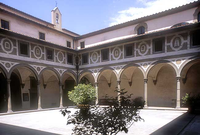 Firenze: The courtyard of the Accademia museum