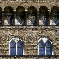 Firenze: The windows of Palazzo Vecchio